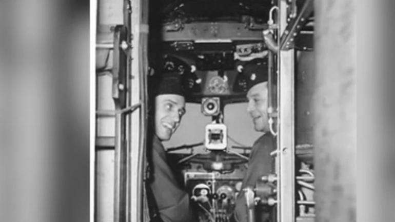 Piloten Howard Cannon en Frank Krebs in de cockpit.